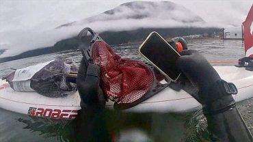iPhone 11 z dna jeziora