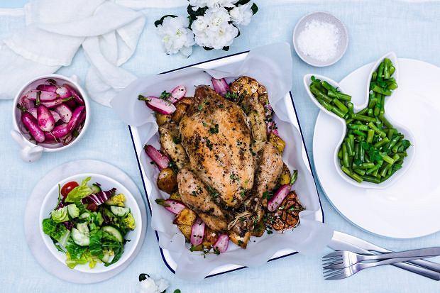 Wielkanoc pełna smaku. Pieczony Kurczak Zagrodowy z wiosennymi warzywami