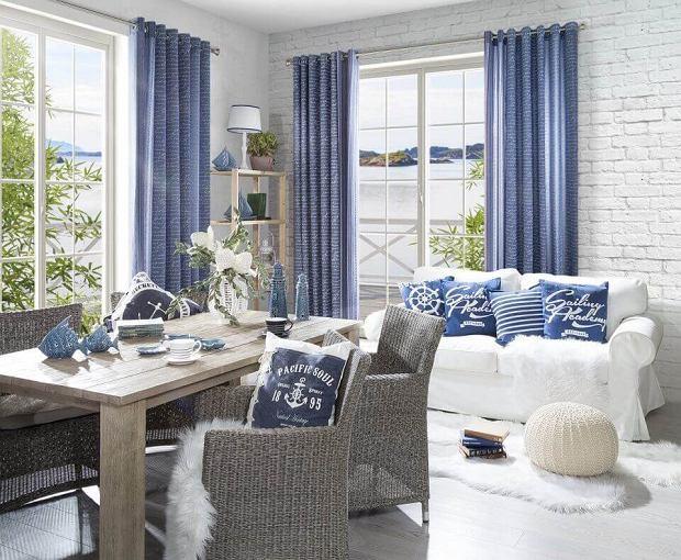 Pokrowce na krzesła i sofy oraz odpowiednia dekoracja pozwalają zmienić całą aranżację wnętrza.