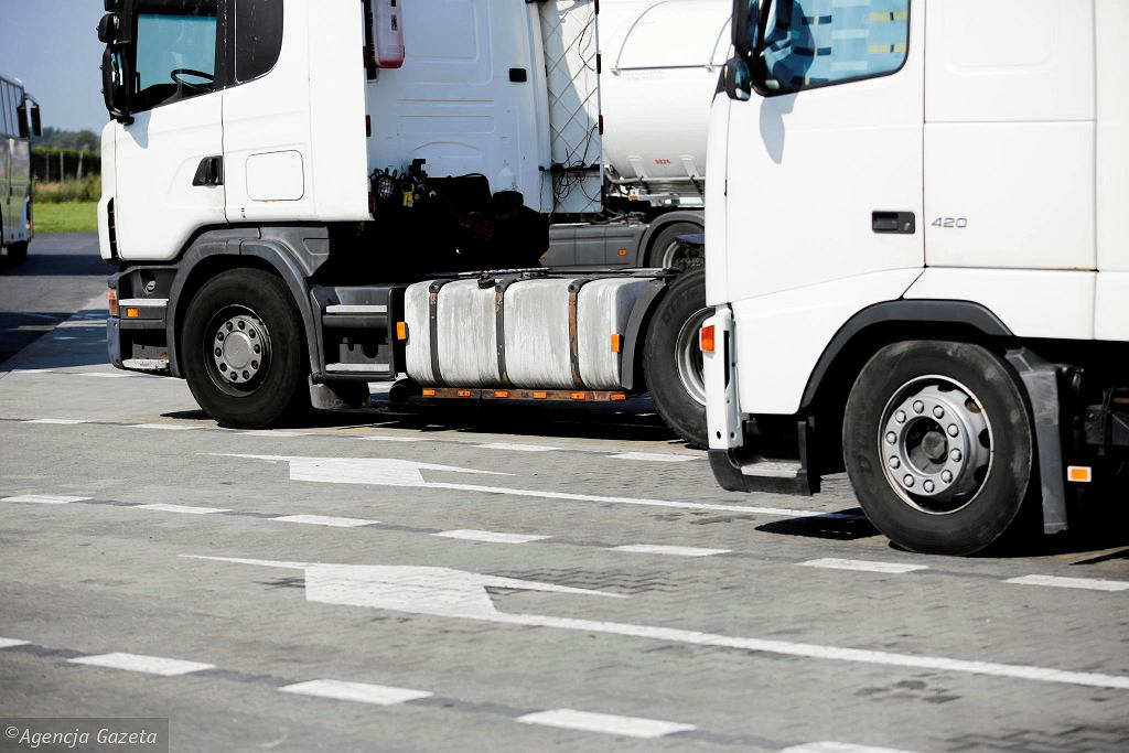 Ciężarówki na autostradzie A4