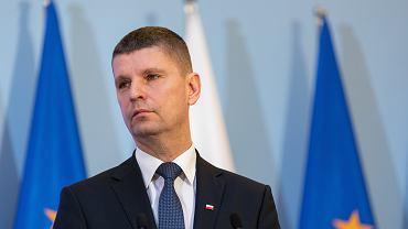 Minister edukacji w rządzie PiS Dariusz Piontkowski podczas konferencji w resorcie. Warszawa, 10 marca 2020