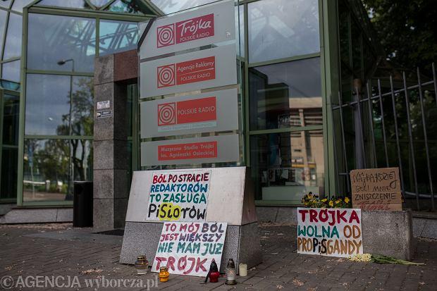 Pikieta pod siedzibą Trójki - Programu 3 Polskiego Radia. Warszawa, 24 maja 2020