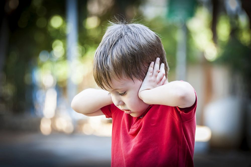Szum w uszach u dzieci zdarza się bardzo często, choć wydaje się, ze jest to przypadłość dotykająca wyłącznie osoby starsze.