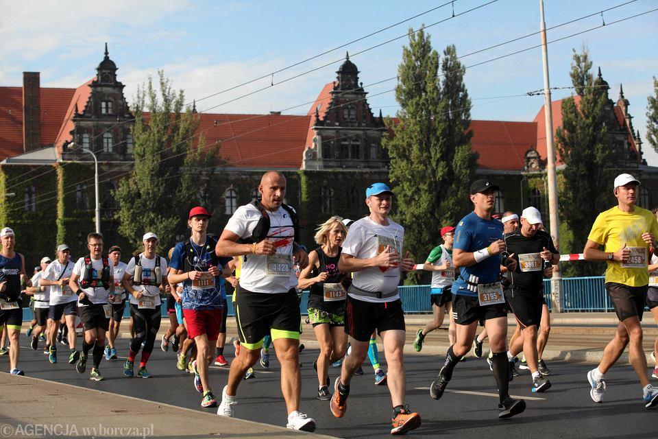 Zdjęcie numer 1 w galerii - PKO Wrocław Maraton. Biegłeś? Masz bliskich maratończyków? Szukajcie się na zdjęciach [ZDJĘCIA, RELACJA]