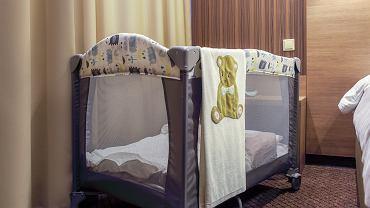 Dla jednych łóżeczko turystyczne to zbędny wydatek, inni nie wyobrażają sobie bez niego życia