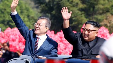 Moon Jae-in i Kim Dzong Un witani przez mieszkańców Korei Północnej