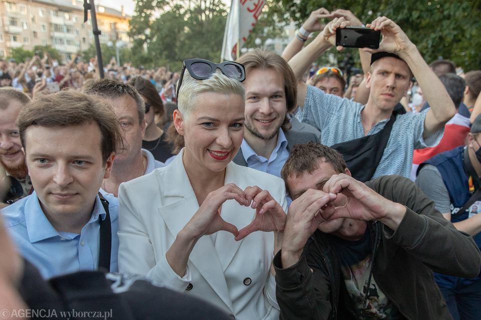 Maria Kalesnikawa podczas demonstracji białoruskiej opozycji w Mińsku, 6 sierpnia 2020 r.