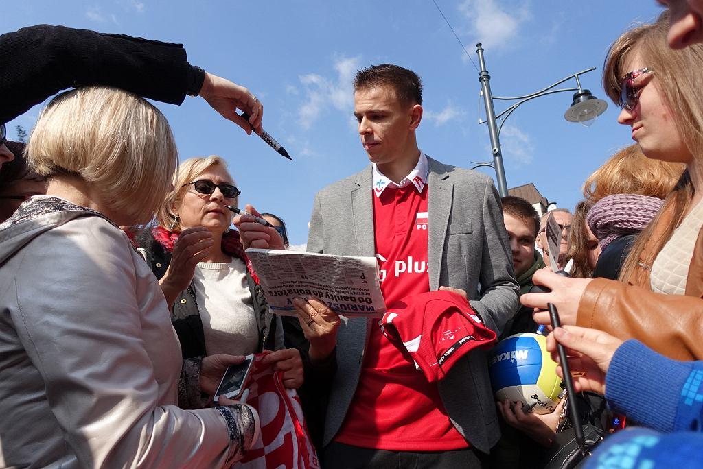 Mariusz Wlazły podczas ceremonii odciśnięcia dłoni dla łódzkiej Alei Gwiazd Sportu