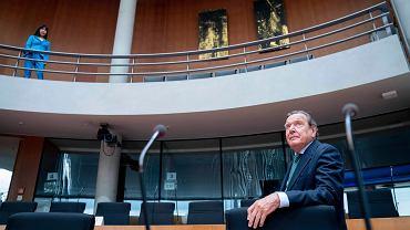 Były kanclerz Niemiec i szef zarządu Nord Stream 2 Gerhard Schroder w drodze na przesłuchanie do Komitetu Ekonomicznego Bundestagu w sprawie projektu gazociągu Nord Stream 2, Berlin 1.07.2020