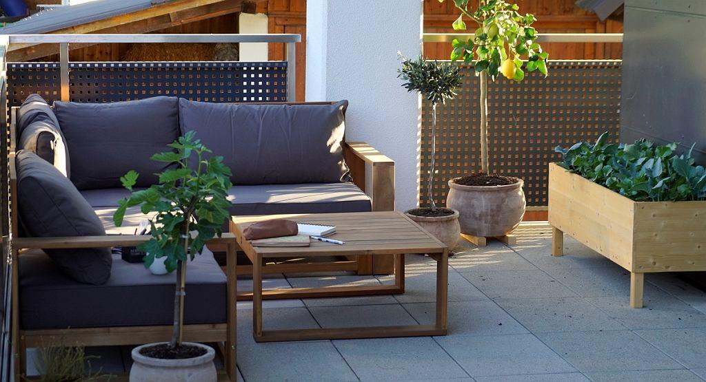 Meble ogrodowe z kanapą narożną