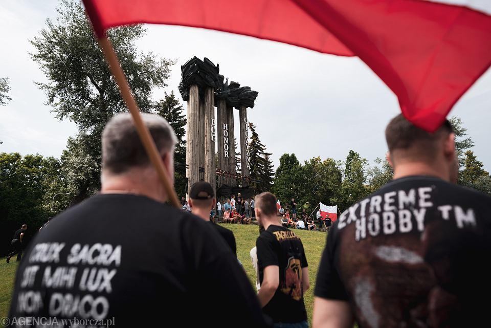 20.07.2019, Białystok, blokada Marszu Równości. Podlascy wrogowie LGBT wygrali konkurs na granty.