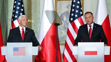 Mike Pence i Andrzej Duda podczas konferencji po rozmowach w cztery oczy
