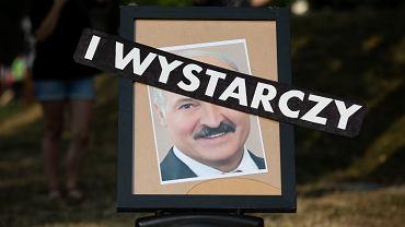 Plac Litewski . Happening solidarnościowy z Białorusinami, stowarzyszenia Homo Faber ,