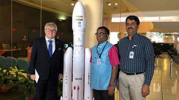 Ryszard Czarnecki i przedstawiciele ISRO (Indyjskiej Organizacji Badań Kosmicznych) w Bangalore