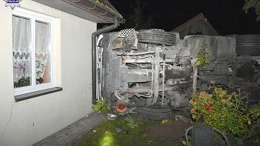 Ciężarówka z pijanym kierowcą uderzyła w dom. Kierowca miał 2,5 promila