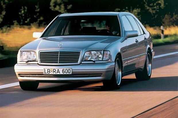 W140 w wersji AMG miał 12 cylindrowy silnik o pojemności 7 lub 7,1 litra