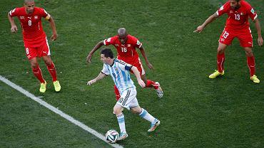 Lionel Messi i Szwajcarzy: Gokhan Inler, Gelson Fernandes i Ricardo Rodriguez