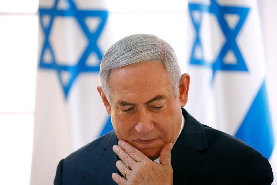Premier Benjamin Netanjahu podczas cotygodniowego posiedzenia rządu w namiocie w Dolinie Jordanu, na okupowanym przez Izrael Zachodnim Brzegu, 15 września 2019 r.