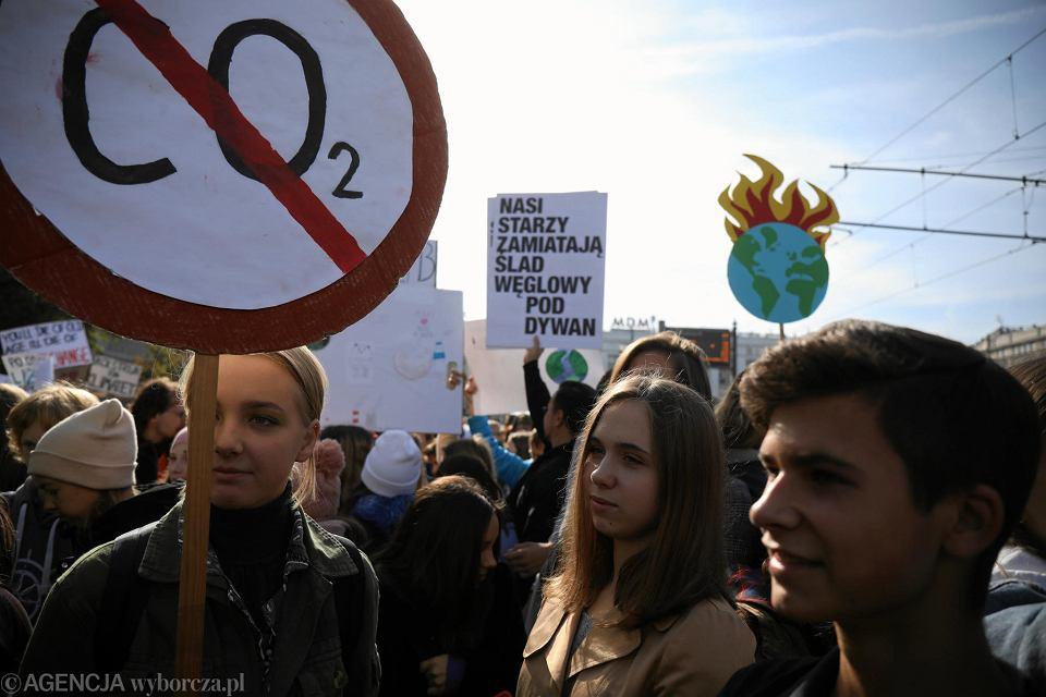 Zdjęcie numer 8 w galerii - Młodzieżowy Strajk Klimatyczny w Warszawie.