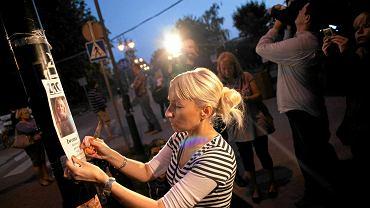 Matka Iwony Wieczorek (na zdjęciu) w rocznicę zaginięcia córki razem z jej znajomymi odtworzyła trasę, którą szła dziewczyna. Marsz kończył się w miejscu, w którym kamera po raz ostatni zarejestrowała Iwonę.