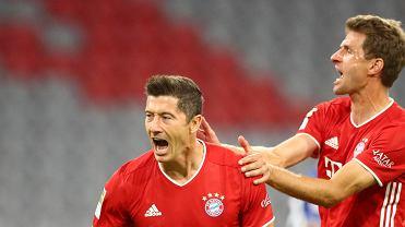 Bayern - Schalke 8:0. Cieszą się Robert Lewandowski i Thomas Mueller