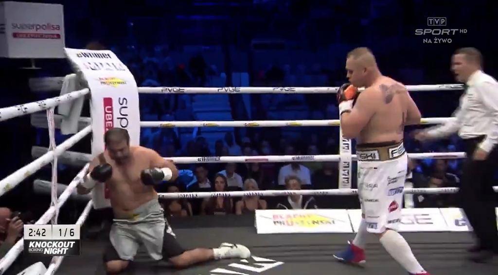 Łukasz Różański wygrał w kuriozalnym starciu. 'Nazywanie tego walką, to obraza dla prawdziwych walk'