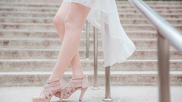 sandałki na wesele, zdjęcie ilustracyjne