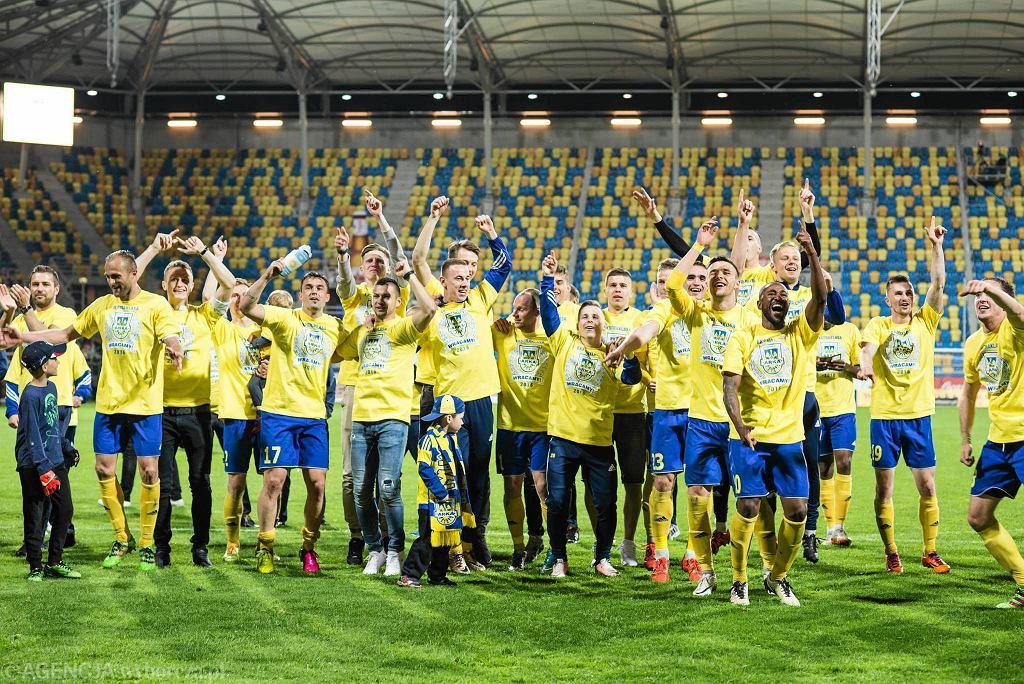 Arka Gdynia, remisując rzutem na taśmę 1:1 (0:0) z Drutex-Bytovią Bytów, zapewniła sobie awans do ekstraklasy. Żółto-niebiescy wracają do elity po pięciu latach przerwy