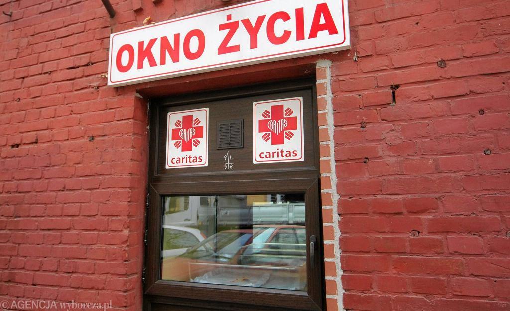 Okno zycia na Hozej w Warszawie