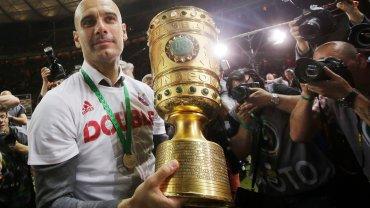 Ale gwiazdą wieczoru był Pep Guardiola, który bardzo wzruszył się tym zwycięstwem. To był jego ostatni mecz w Bayernie Monachium, niedługo zostanie trenerem Manchesteru City