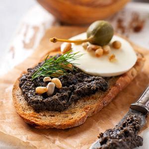 Tapenada - przepis na szybką pastę z kaparów i oliwek