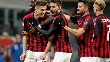 Radość piłkarzy Milanu po golu strzelonym przez Krzysztofa Piątka (pierwszy z lewej) w meczu z Napoli