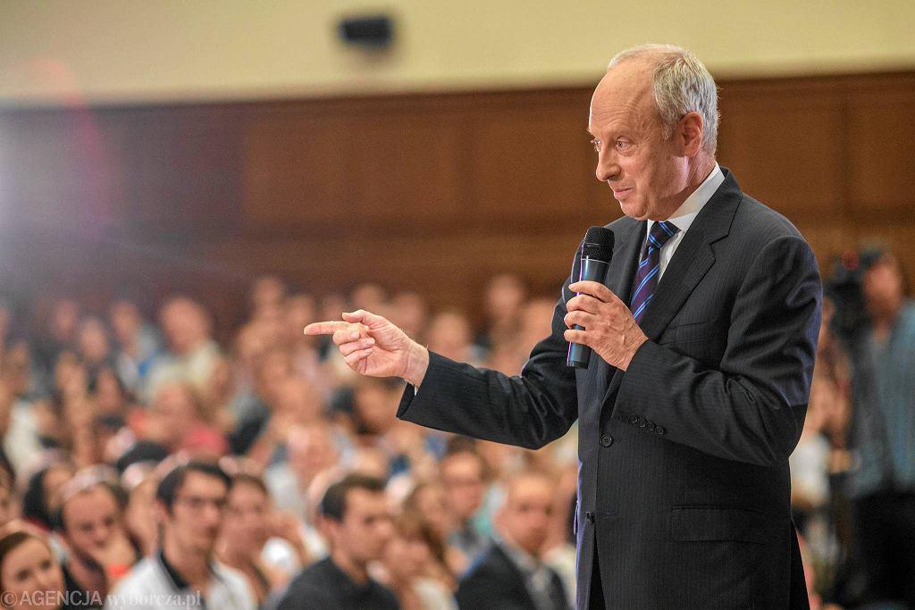 Prof. Michael Sandel podczas wykładu na Uniwersytecie Warszawskim