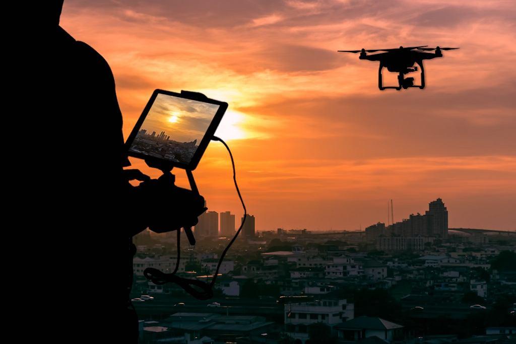 Dron z kamerą i podglądem