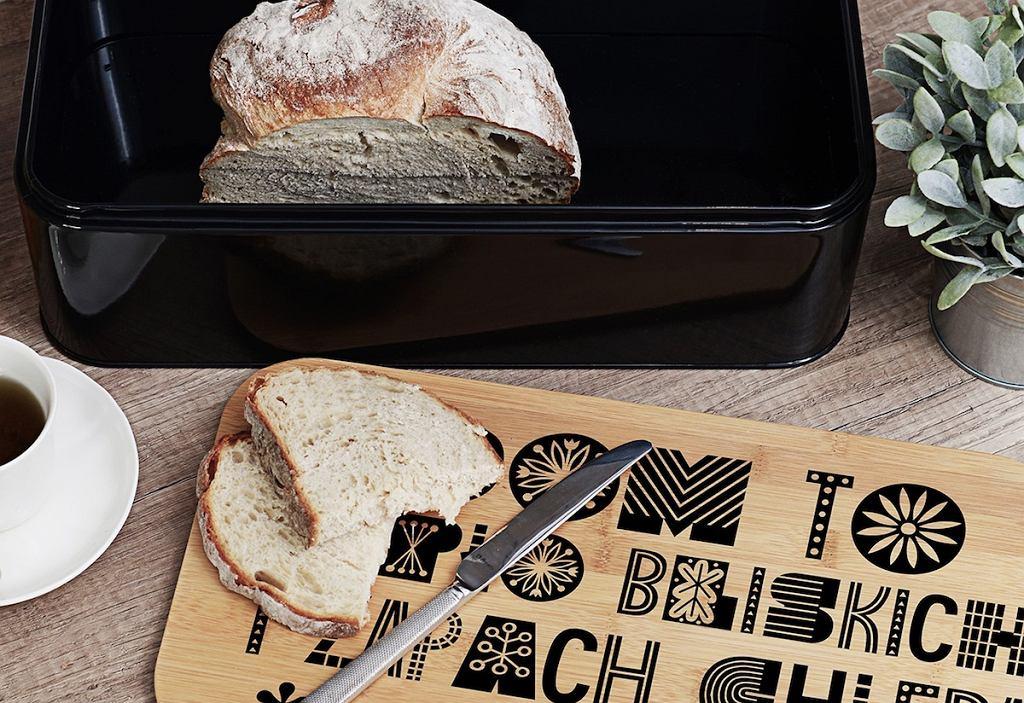 Czarny chlebak z deską.