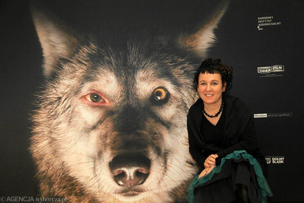 / Olga Tokarczuk  na premierze filmu Pokot w Dolnoslaskim Centrum Filmowym DCF. fot. Mieczysław Michalak / Agencja Gazeta