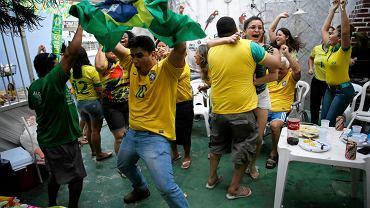 Brazylijscy kibice cieszą się z gola