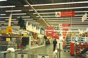 Pierwszy Auchan otwarto w podwarszawskim Piasecznie.