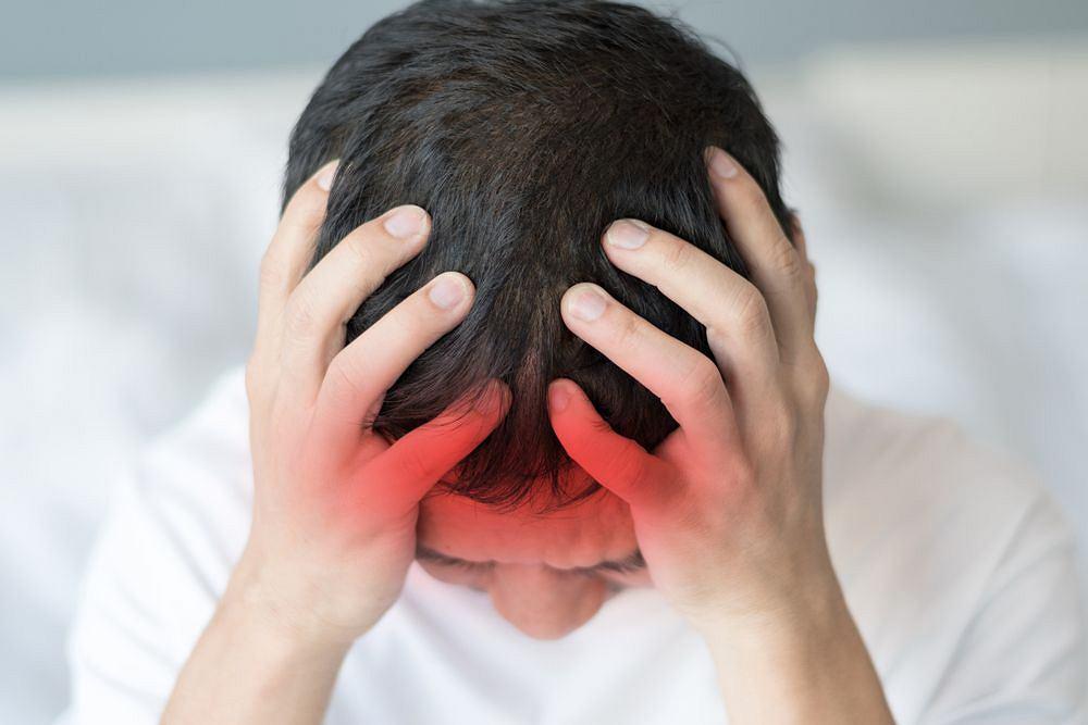 Ból głowy, sztywność karku, wymioty - to nie muszą być objawy zapalenia opon mózgowo-rdzeniowych, ale wykluczyć tę przyczynę u dziecka powinien lekarz