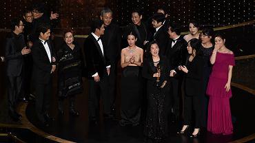 Aktorzy i twórcy filmu 'Parasite' podczas finałowej gali