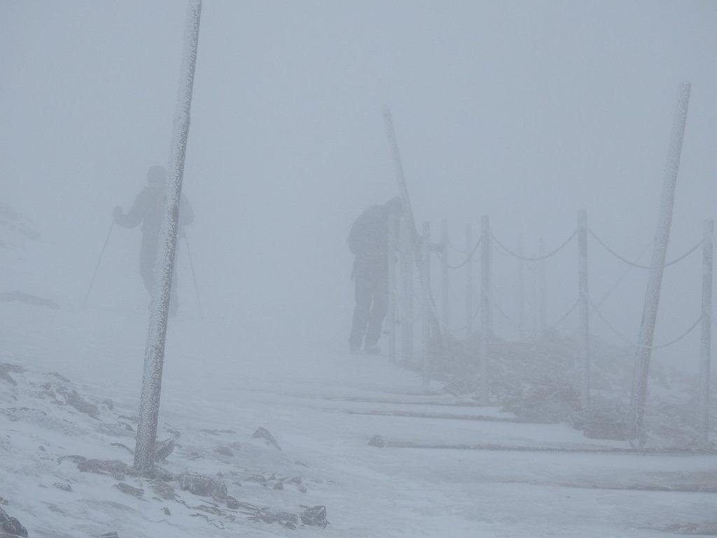 IMGW ostrzega przed bardzo silnym wiatrem. Na Śnieżce nawet 220 km/h/Fot. Karkonoski Park Narodowy - Facebook