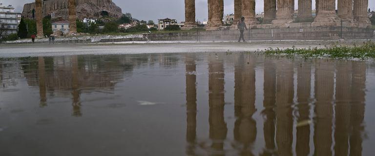 Gromy w świątyni córki Zeusa. Błyskawica zraniła cztery osoby na Akropolu