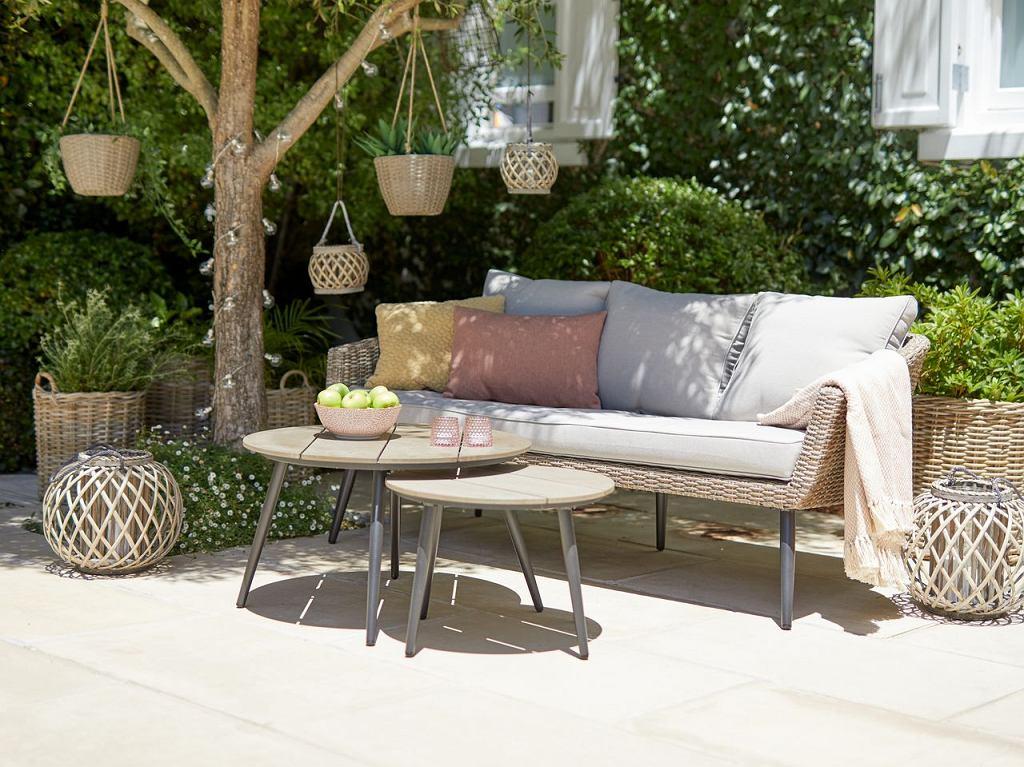 Aranżacja ogrodu z modnymi meblami ogrodowymi