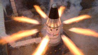Test jednego z silników systemu ratowniczego statku Orion.