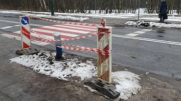 Na ulicy Baczyńskiego w Sosnowcu powstanie nowa sygnalizacja świetlna. Oznaczone miejsce to pozostałość po niedawnym wypadku