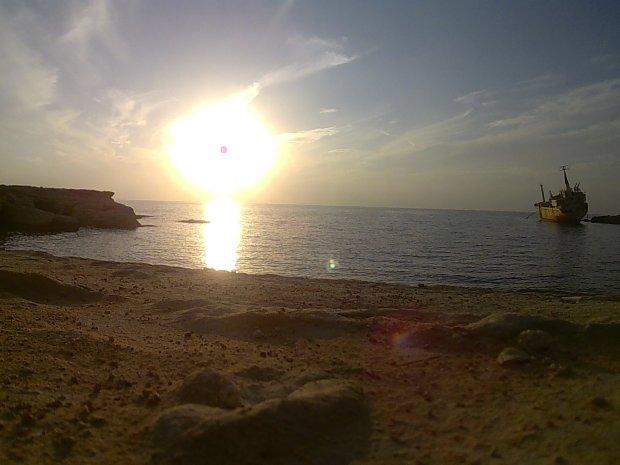 Zatoka z podwodnymi jaskiniami w Pafos