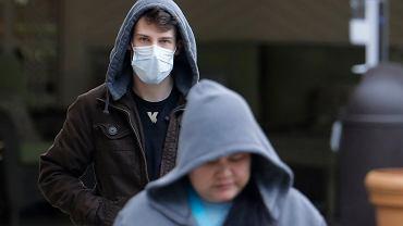 Koronawirus. Czy należy nosić maski ochronne? Jak ubrać maseczkę? (zdjęcie ilustracyjne)