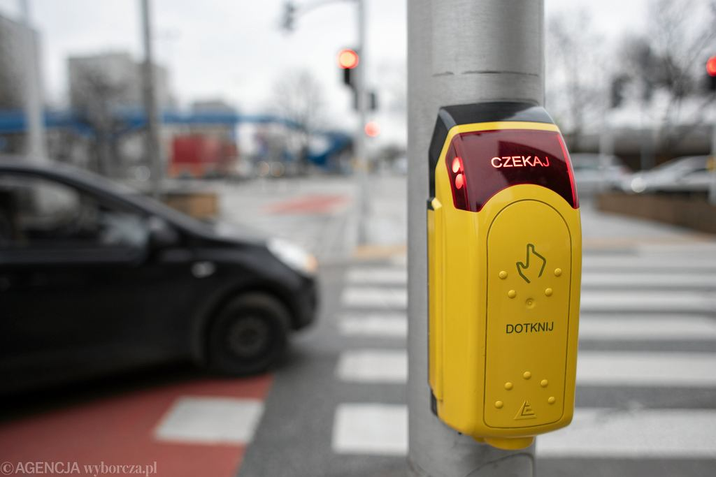 Przycisk przy przejściu dla pieszych