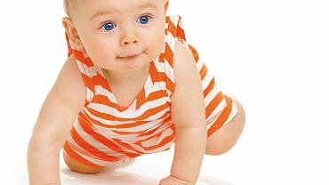 Kilkumiesięczne niemowlę zaczyna się samo przemieszczać