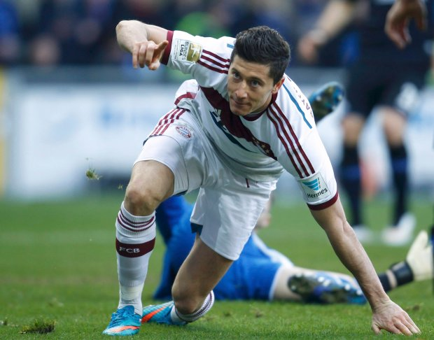 Bayern Munich's Robert Lewandowski celebrates after scoring a goal during their Bundesliga first division soccer match against Paderborn in Paderborn February 21, 2015.          REUTERS/Ina Fassbender (GERMANY  - Tags: SPORT SOCCER) DFL RULES TO LIMIT THE ONLINE USAGE DURING MATCH TIME TO 15 PICTURES PER GAME. IMAGE SEQUENCES TO SIMULATE VIDEO IS NOT ALLOWED AT ANY TIME. FOR FURTHER QUERIES PLEASE CONTACT DFL DIRECTLY AT + 49 69 650050.